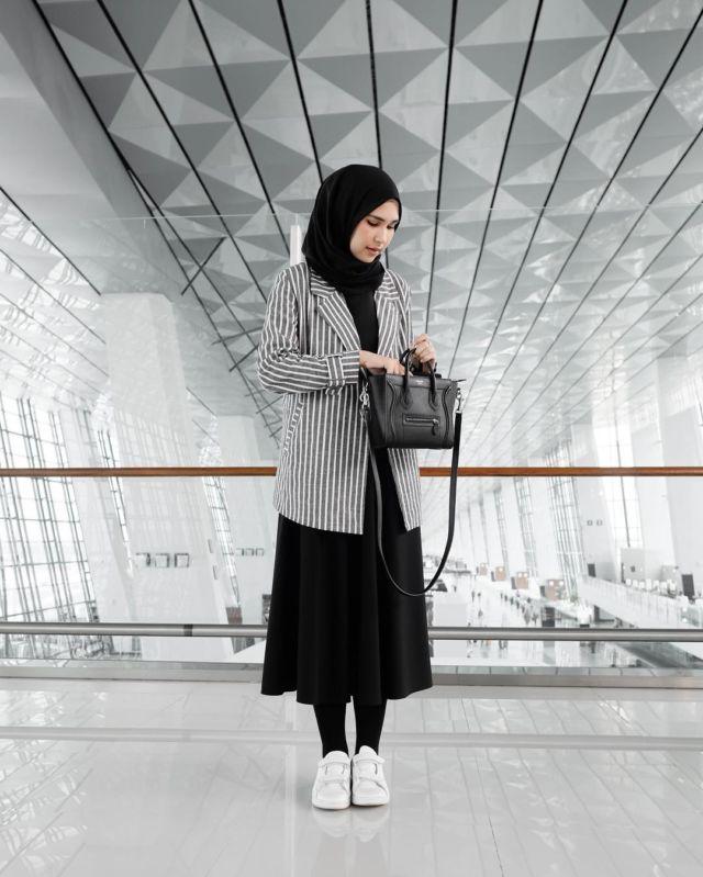 Tampil Kekinian Dengan Midi Skirt Untukmu Yang Berhijab