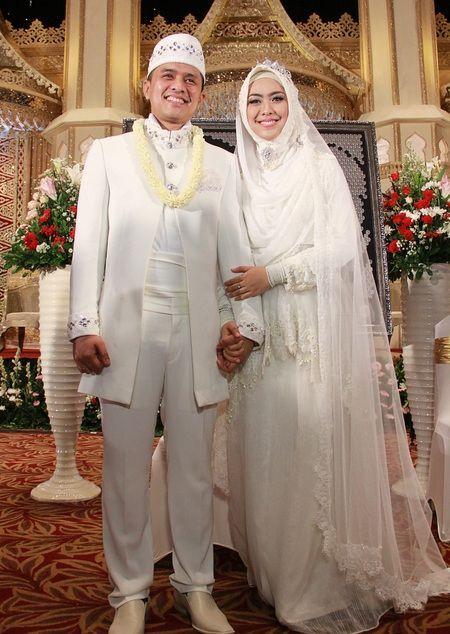 14 Inspirasi Gaun Pengantin Syar I Berwarna Putih Tampil Cantik