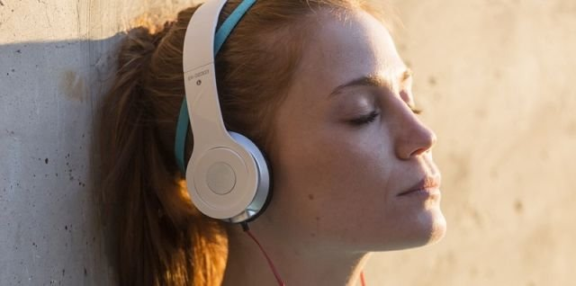 jangan sedih dengerin musik