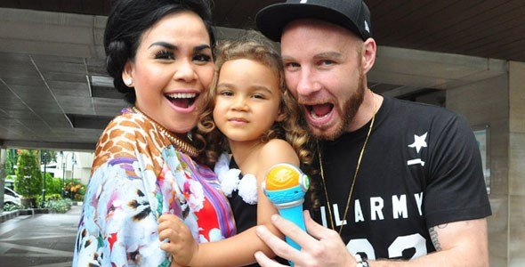 Tyson adalah suaminya Artis Melanie Ricardo
