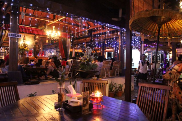 Tempat Nongkrong Asyik dengan Menu Tradisional
