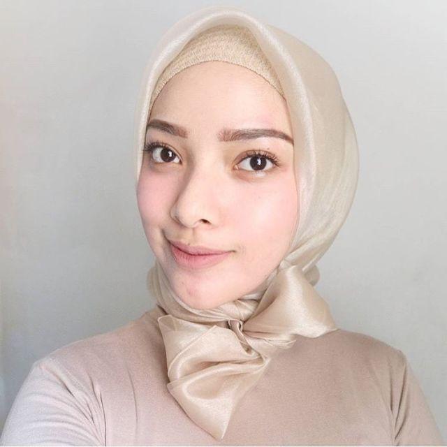 Ini Lho, Hijab Organza Berbahan Mirip Kaca Mengilap yang ...