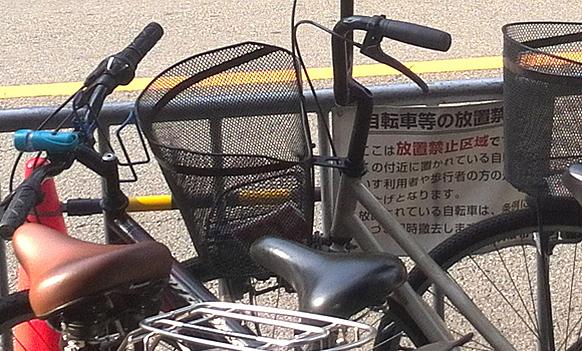 Memarkir sepeda sembarangan