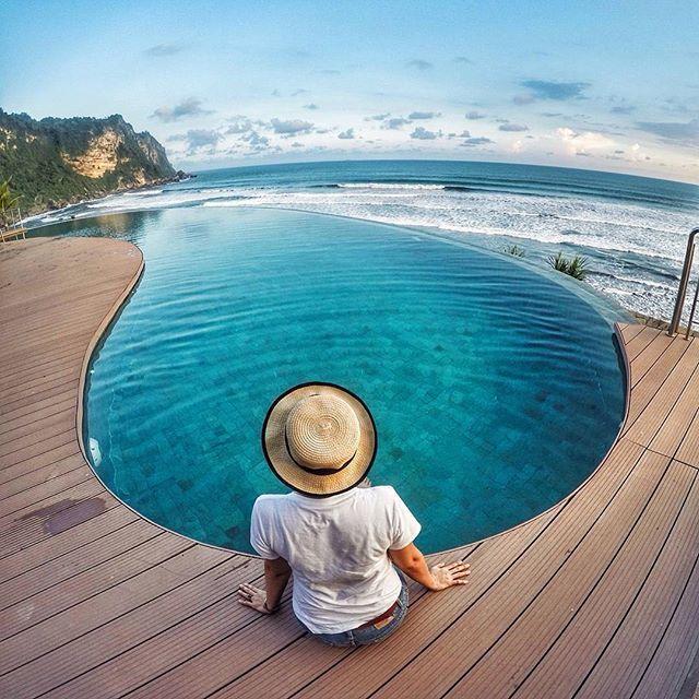 Queen Of The South Resort Sebuah Hotel Mewah Yang Berada Tepat Di Pinggir Pantai Parangtritis Pemandangan Kolam Renang Infinity Nya Bikin Betah Dan