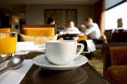 Ayok mulai meeting sambil seruput kopi