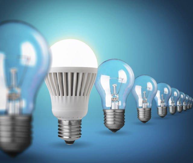 Meski sedikit lebih mahal, lampu LED lebih awet dan hemat energi