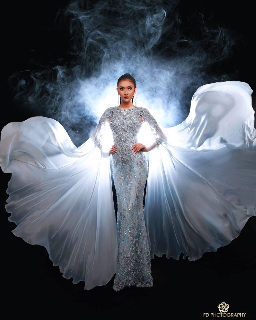 Ini gaun Thallasa: Mother of Sea karya Ivan Gunawan yang dipakai Kevin (dok. Instagram)