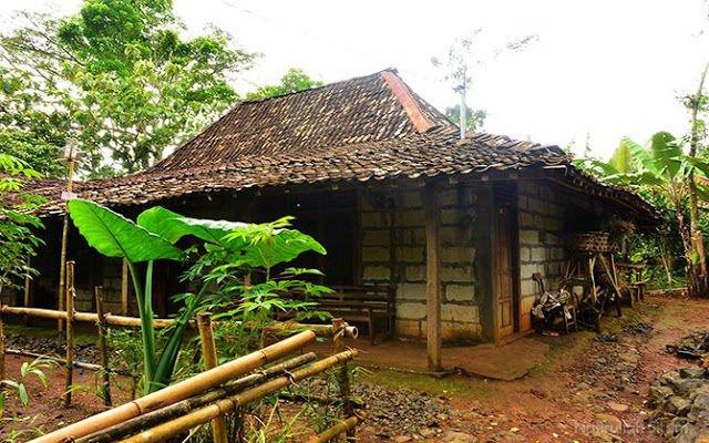 Hasil gambar untuk keunikan rumah di kampung pitu