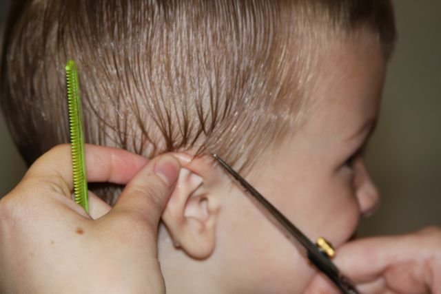 Pastikan rambut si Kecil basah