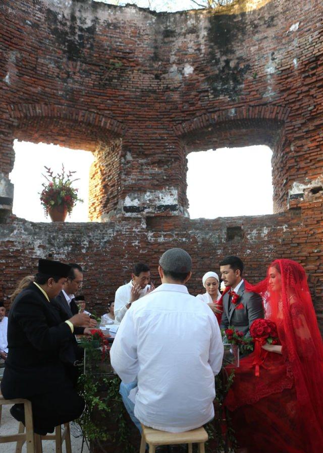 pernikahan atiqah hasiholan