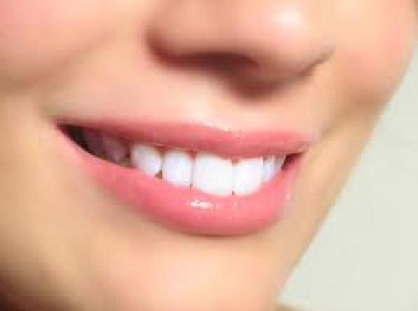 pesona bibir merah