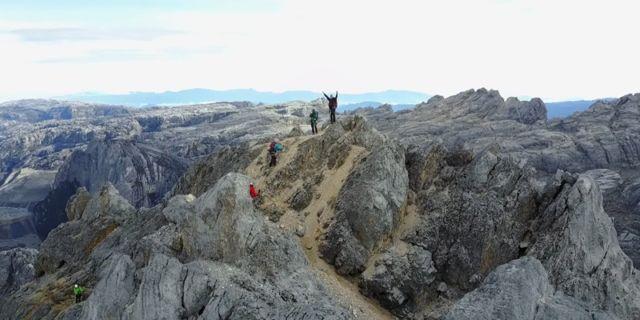Pendakian Gunung Cartenz