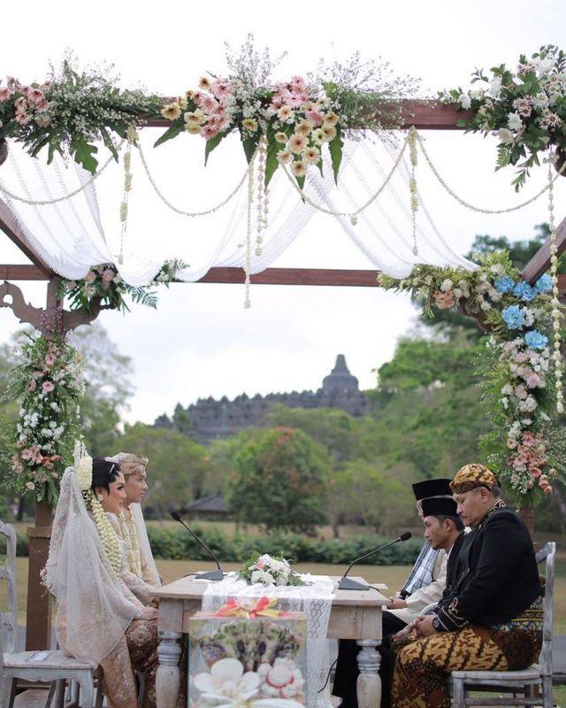 pernikahan vicky shu