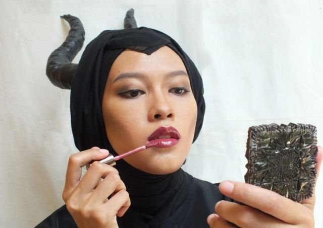 Belajar make up jadi Maleficent