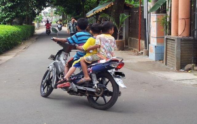 Mengendarai motor dibawah umur