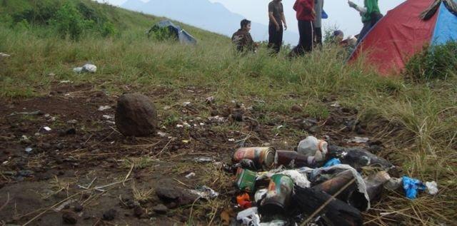Sampah di Atas Gunung