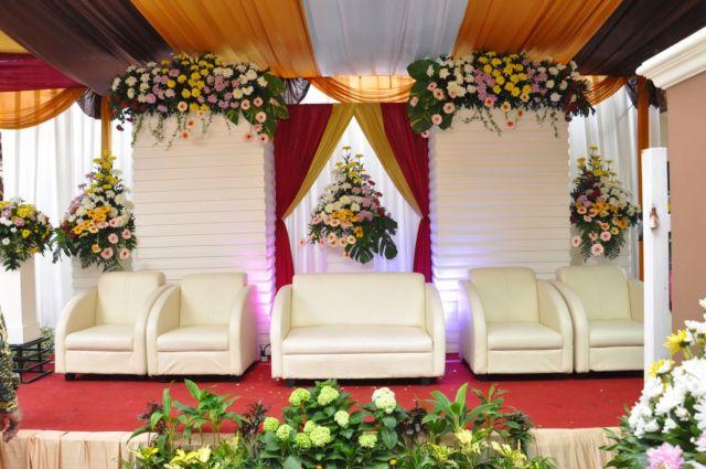 15 model pelaminan untuk pesta pernikahan di halaman minimalis namun berasa sakralnya