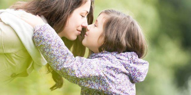 Keajaiban pelukan dan ciuman ibu