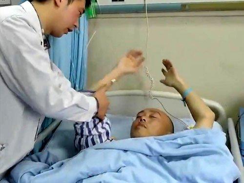 Wang sampai harus dirawat di rumah sakit (dok. worldofbuzz)
