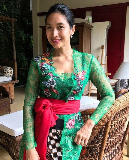 10 Inspirasi Kebaya Bali Yang Anggun Ala Happy Salma Bisa Jadi