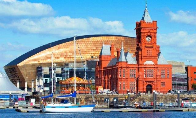 Salah satu sudut Cardiff Bay, bangunan lama dan baru berdampingan. #AyoKeUK