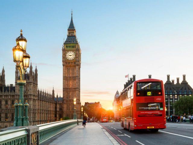 Big Ben dan Red Bus