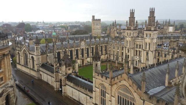 Bagian dari Universitas Oxford