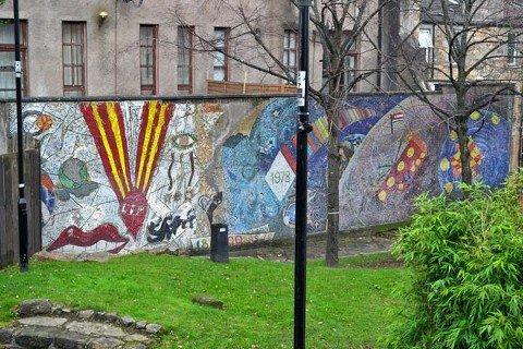 Mural di area taman kota