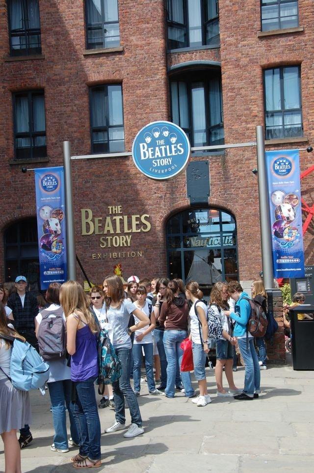 Antrian di Museum The Beatles