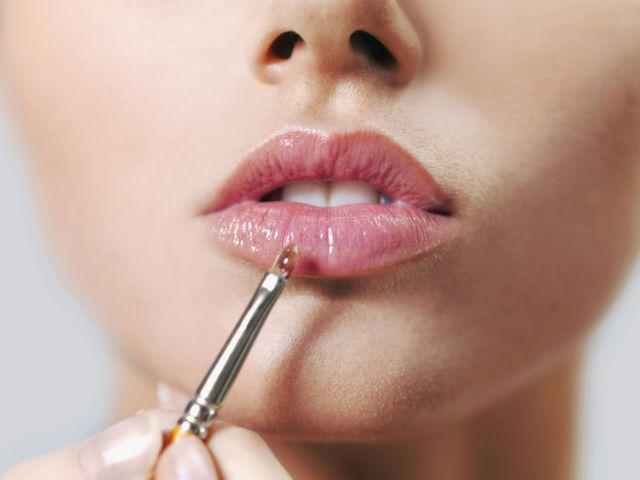 lip gloss yang warnanya lembut