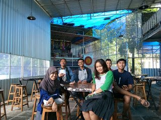 Latihan Speaking di Cafe yang Nyaman