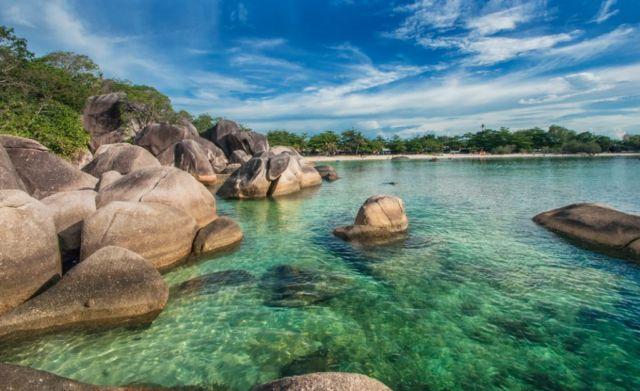 Pantai Tanjung Tinggi Bangka Belitung
