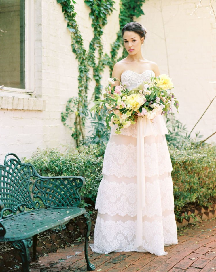 12 Gaun Pernikahan Khusus Resepsi Ala Garden Party Anti Ribet Dan