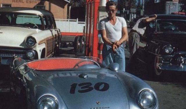 James Dean dan mobil balapnya