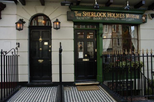 Museum dan Rumah Sherlock Holmes Berdampingan