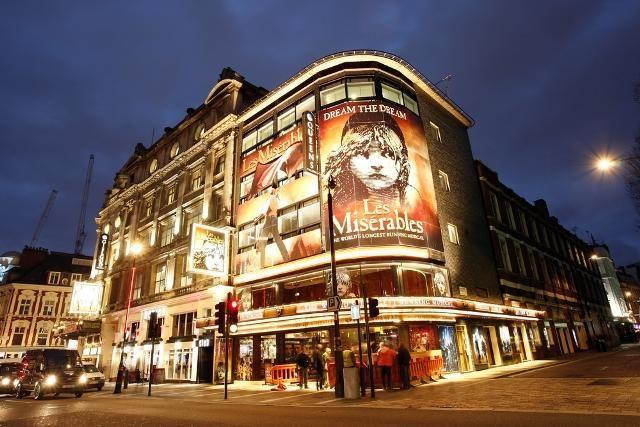 West End Theatre District Malam Hari
