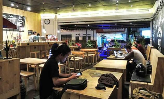 ilustrasi mahasiswa mengerjakan tugas di kedai kopi
