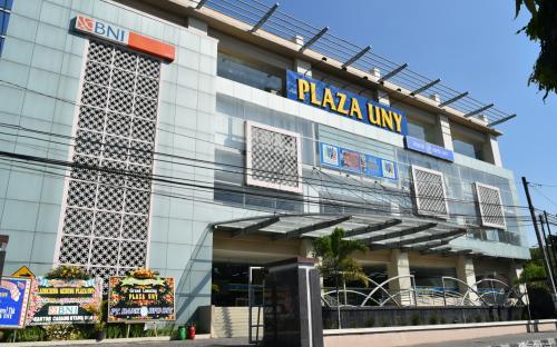 Plaza UNY