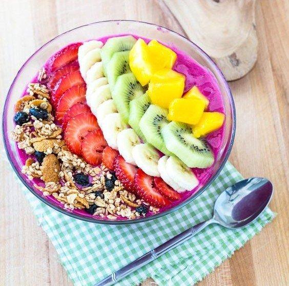 Smoothies bowl buah naga