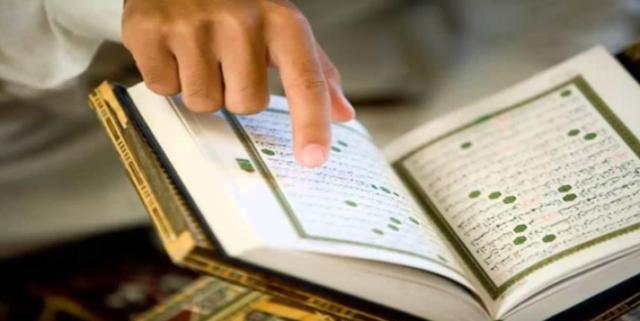 Membaca Al-Qur'an 30 Juz