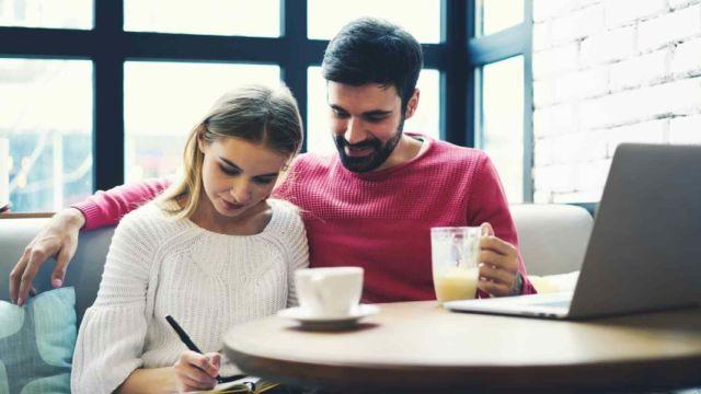 Rencana keuangan pasangan baru