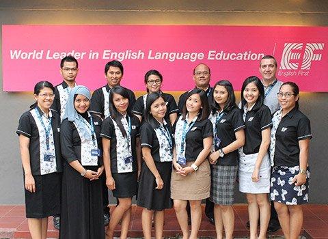 grup belajar bahasa asing